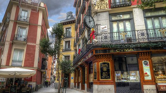 Las calles m s curiosas de madrid bar constitucion for Calle sol madrid